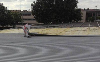 Retirando el amianto en el Colegio de los Maristas de Salamanca